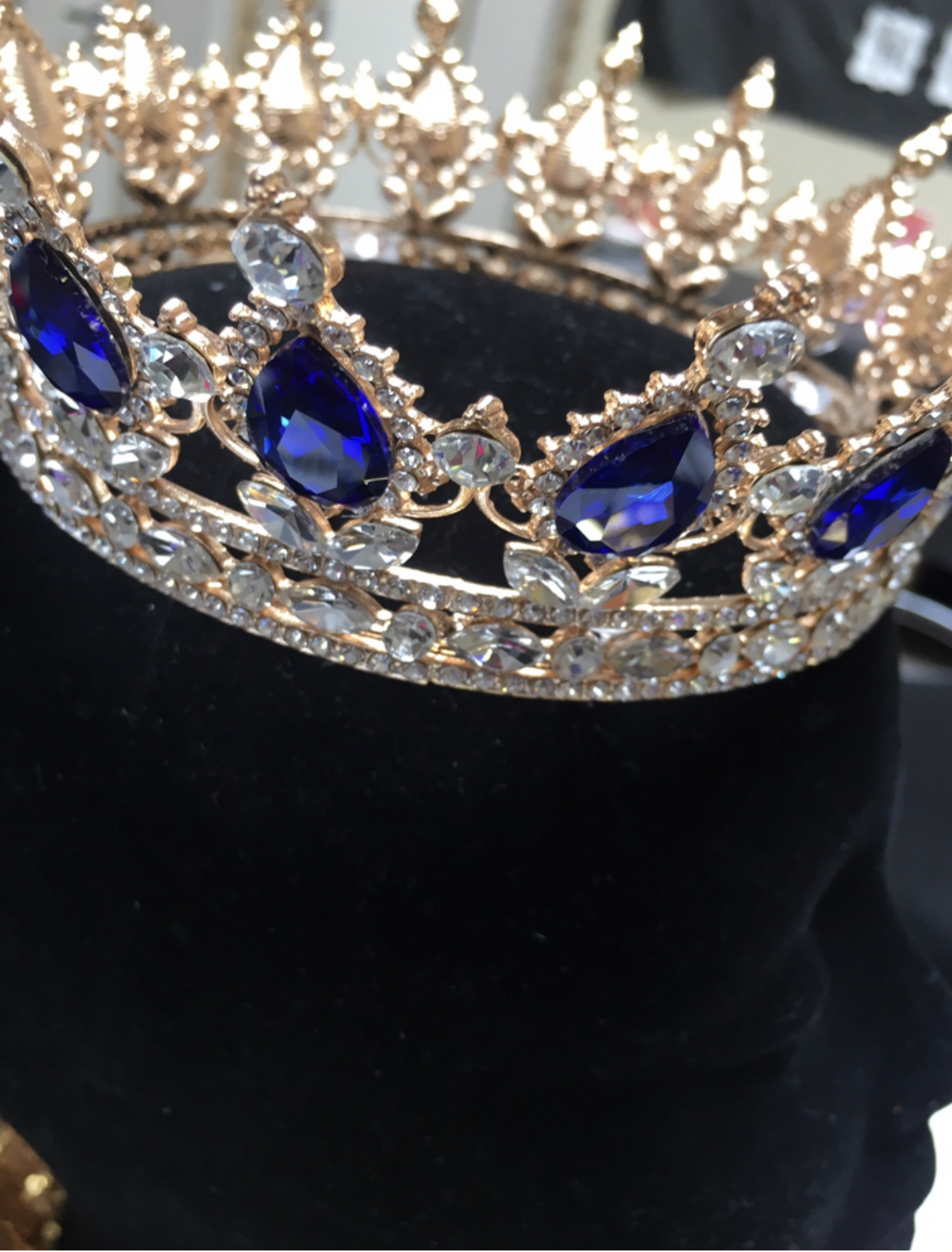 Picture of a queens crown
